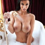 alice-goodwin-topless-naked-bath-zoo-photoshoot-02