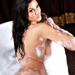 alice-goodwin-topless-naked-bath-zoo-photoshoot-14