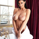 alice-goodwin-topless-naked-bath-zoo-photoshoot-15