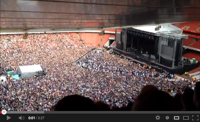 60 mil fans cantan Bohemian rhapsody a la espera de Green Day