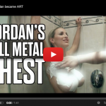 Jordan Carver y sus pechos de metal